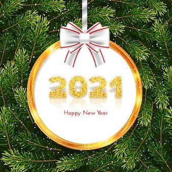 Números de oro 2021 sobre fondo de guirnalda de ramas de abeto. tarjeta de regalo navideña feliz año nuevo