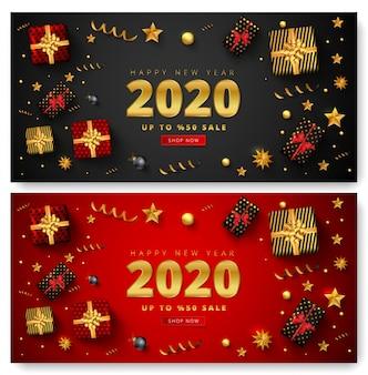 Oferta de 50% de descuento para letras de venta de feliz año nuevo 2020, cajas de regalo, bolas de navidad, estrellas y confeti dorado alrededor