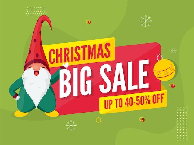 Oferta de descuento de cartel de gran venta de navidad y personaje de gnomo de dibujos animados sobre fondo verde.