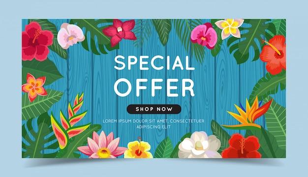 Oferta especial colorido banner con flores tropicales y hojas y fondo de madera.