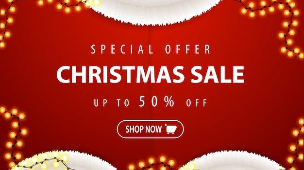 Oferta especial, venta de navidad, hasta 50% de descuento, pancarta de descuento roja en forma de disfraz de santa claus con guirnalda