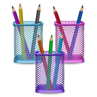 Oficina de lápices de colores realistas y artículos de papelería en la canasta sobre fondo blanco, ilustración