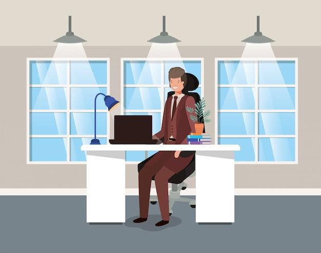 Oficina moderna con hombre de negocios sentado