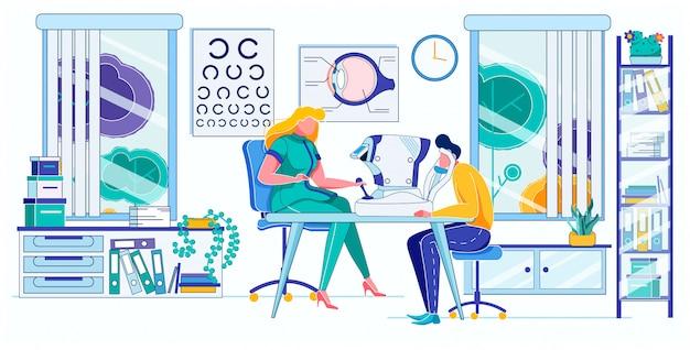 Oftalmólogo examinando la visión del paciente masculino