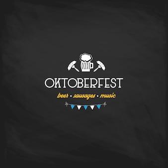 Oktoberfest vintage cartel o tarjeta de felicitación en un fondo de pizarra