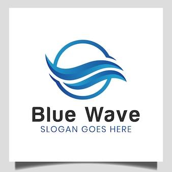 Ola azul del logotipo abstracto en la playa, mar, océano, para los iconos de la onda, elemento del mar del agua, curva líquida del océano