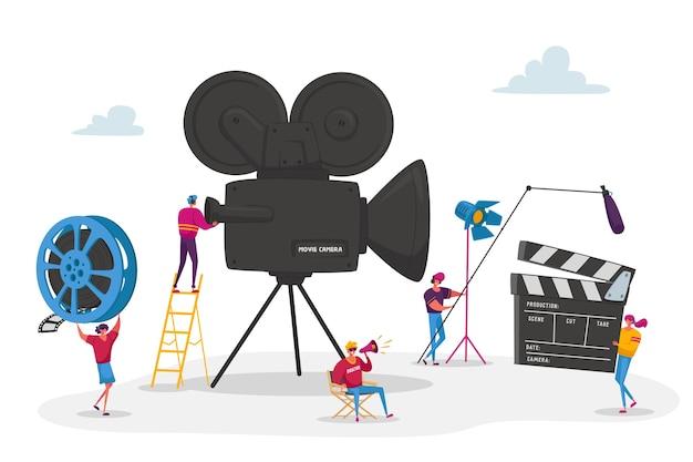 Operador de película con personajes diminutos con cámara y personal