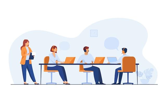 Los operadores jóvenes que trabajan en el centro de llamadas aislaron la ilustración vectorial plana. administrador de dibujos animados sosteniendo el portapapeles y comprobando el trabajo en la oficina.