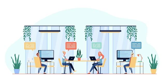 Operadores de línea directa que consultan a clientes ilustración plana