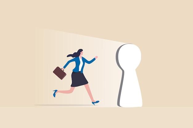Oportunidad que cambia la vida, ingrese a la puerta del éxito profesional o al éxito en el trabajo, nuevo desafío o puerta al concepto de futuro brillante, empresaria motivada y esperanzada caminando a través del ojo de la cerradura de la puerta brillante.