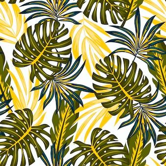 Original patrón tropical sin fisuras con plantas brillantes y hojas sobre un fondo blanco.