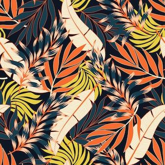 Original patrón tropical transparente con flores de color naranja brillante
