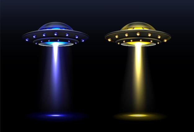 Ovni 3d, naves espaciales extraterrestres vectoriales con haz de luz de colores azul y amarillo. platillos con iluminación brillante y rayo vertical para abducción, objetos voladores no identificados, ilustración vectorial realista