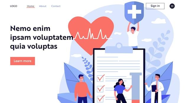 Pacientes y médico anunciando seguro de salud