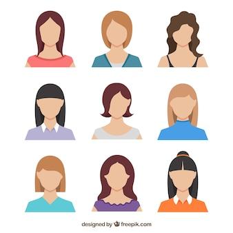 Pack con diseño plano de avatares femeninos