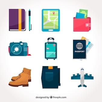 Pack de equipaje con otros elementos de viaje en diseño plano