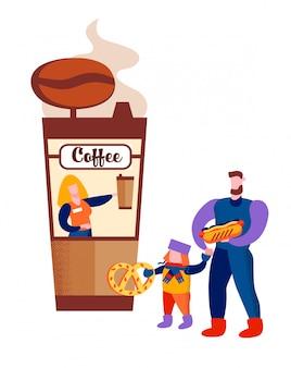 Padre e hijo con comida rápida en la cafetería.