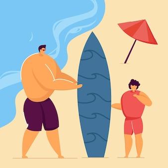 Padre e hijo con tabla de surf juntos en la playa. personaje masculino enseñando a niño a surfear ilustración vectorial plana. verano, deportes, concepto familiar para banner, diseño de sitios web o página web de destino.