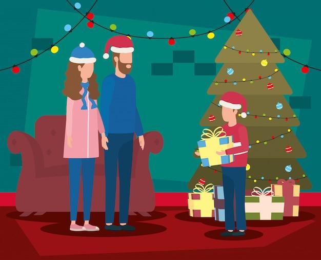 Padres e hijo celebrando la navidad en el salón con árbol
