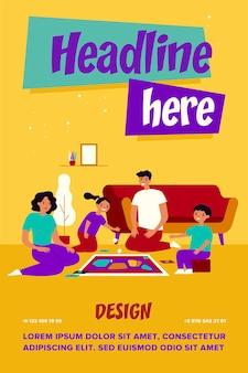 Padres felices y niños jugando juegos de mesa en casa