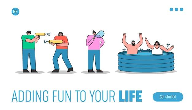 Página de destino con gente refrescándose y disfrutando de actividades acuáticas de verano: chapotear en la piscina inflable, soplar pompas de jabón y pelear con pistolas de agua