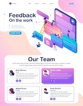 La página de inicio isométrica de los usuarios del concepto brillante escribe comentarios, recordatorios y comentarios sobre los servicios