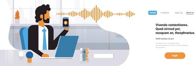 Página de inicio o plantilla web con ilustración, teléfono inteligente con reconocimiento de asistente personal de voz, tema de tecnología avanzada