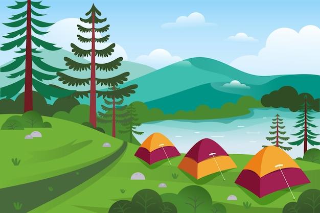 Paisaje de área de camping con carpas y bosque.