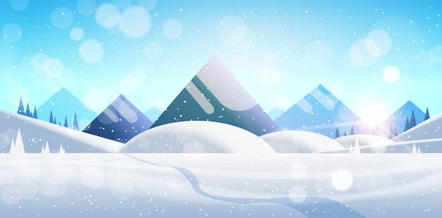 Paisaje de bosque de montaña de invierno con pinos, nieve y árboles bosques planos horizontales