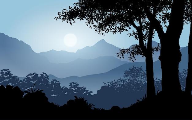 Paisaje de bosque neblinoso con montaña y amanecer.