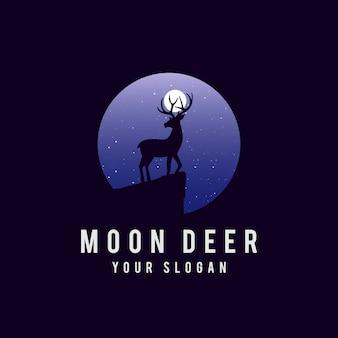 Paisaje nocturno en bosque con ciervos.
