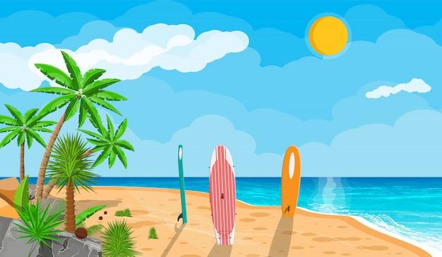 Paisaje de palmera en la tabla de surf de playa
