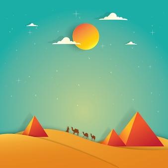 Paisaje pirámide y camello en paisaje desértico.