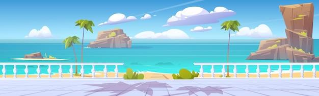 Paisaje tropical de verano con mar y paseo marítimo.