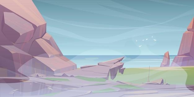 Paisaje de verano con mar y montañas en la niebla.