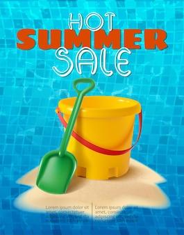 Pancarta de verano con arena, los niños juegan al cubo y la pala en la colina de arena y baldosas de agua