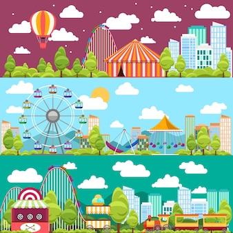 Pancartas de la ciudad con carruseles, toboganes, columpios, ruedas de la fortuna