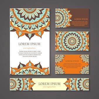 Pancartas y tarjetas de visita con composición redonda árabe o india. diseño de mandala, símbolo en blanco, decoración floral, étnico tribal asiático