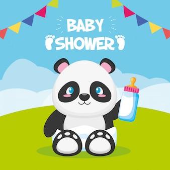 Panda con biberón para tarjeta baby shower