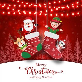 Papá noel y amigos en calcetines de navidad, navidad
