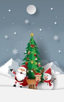 Papá noel, reno y muñeco de nieve con árbol de navidad.
