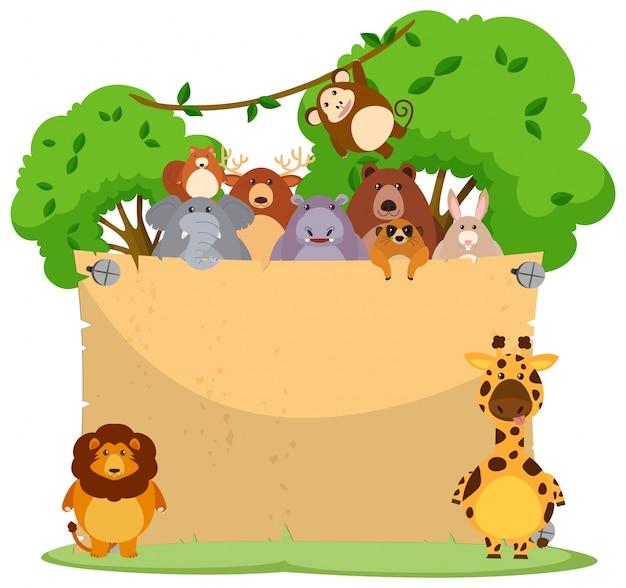 Papel en blanco con muchos animales salvajes