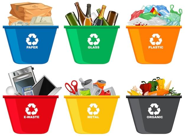 Papeleras de reciclaje de colores con símbolo de reciclaje aislado sobre fondo blanco.