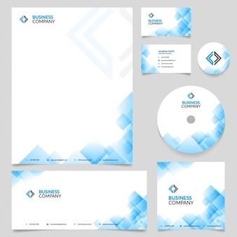Papelería empresarial con formas geométricas azules