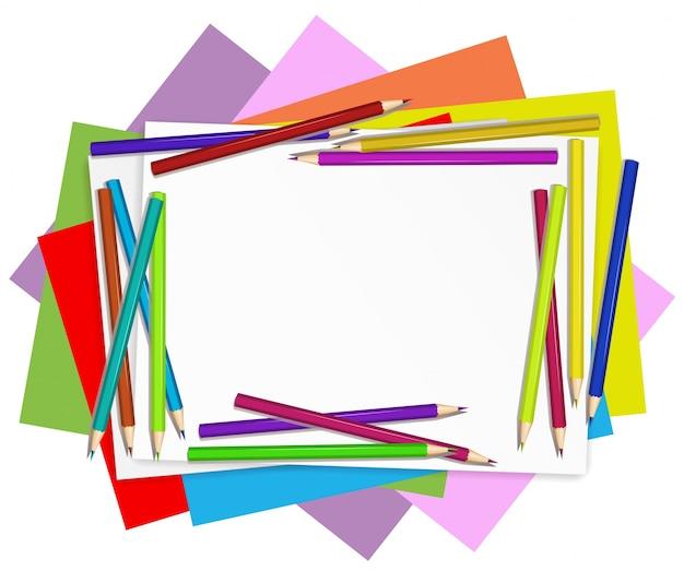 Papeles vacíos con lápices de colores