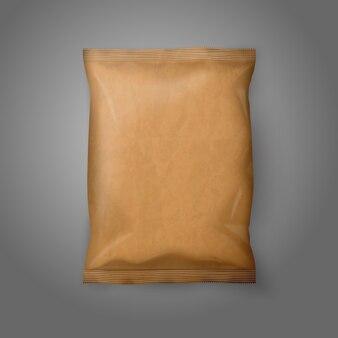 Paquete de bocadillos de papel artesanal realista en blanco aislado sobre fondo gris con lugar para su diseño y marca.