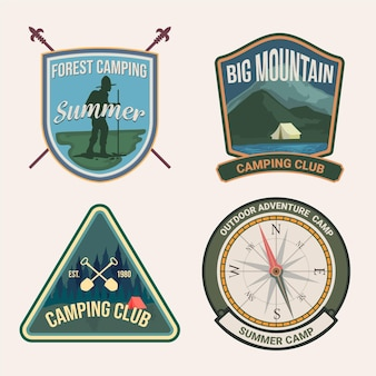 Paquete de camping y aventuras con insignias vintage
