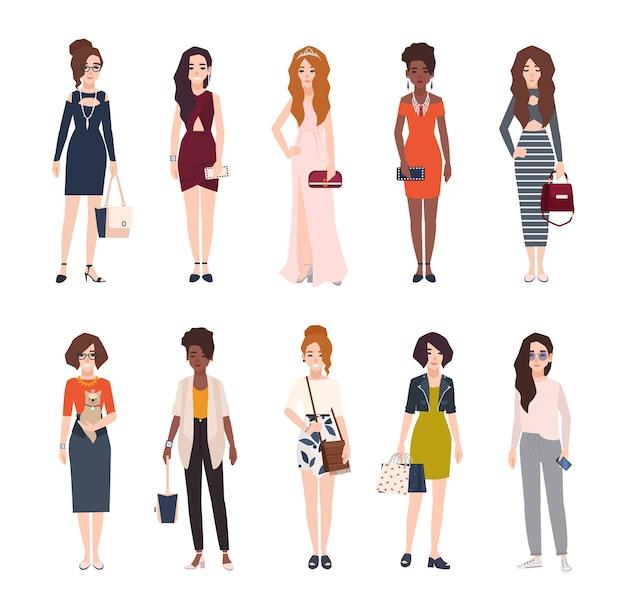 Paquete de hermosas mujeres jóvenes vestidas con ropa de moda