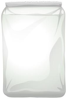 Un paquete de plástico en blanco sobre fondo blanco