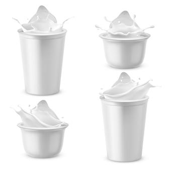 Paquetes de plástico realistas con yogur. crema agria láctea salpicaduras con tapa de aluminio.